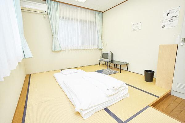 畳敷きの個室